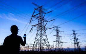 """Suspensiones definitivas a la reforma eléctrica """"carecen de constitucionalidad"""", asegura Batres"""