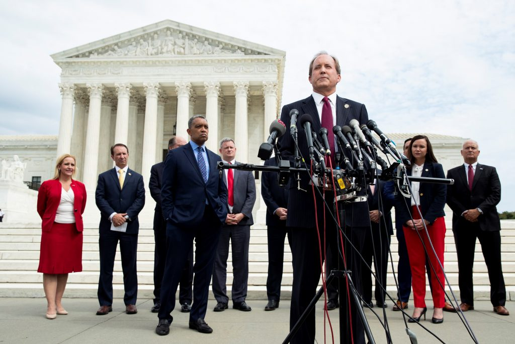 "Fiscal de Texas demanda al gobierno de Biden por rehusarse a asumir custodia de ""extranjeros criminales"""