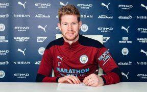 Kevin de Bruyne firma su nuevo contrato con el Manchester City. Foto: @ManCity