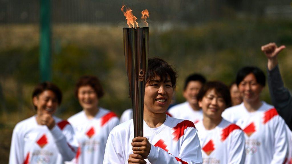 La antorcha olímpica seguirá su recorrido programado, pero con duras restricciones. Foto: EFE