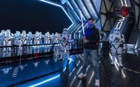 Tom Brady visitó la atracción de Star Wars en Disney World. Foto: AP