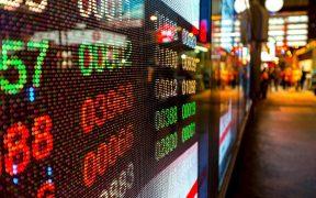 Bolsas en Nueva York cerca de máximos históricos; BMV se contagia y gana