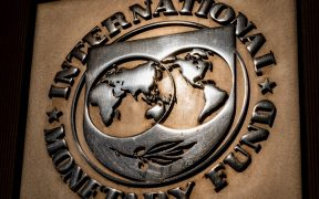 Economía mundial se recupera de la pandemia, pero alza de tasas complicará: comité del FMI
