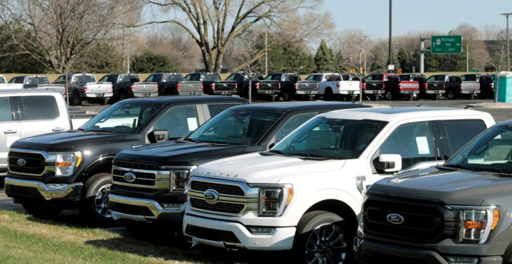 GM y Ford reducirán producción de vehículos en varias plantas de EU por escasez de chips
