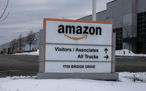 """Se tambalea el primer sindicato de Amazon; en votación, mayoría va por el """"no"""""""