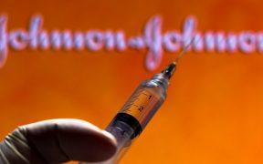 UE revisa vacuna de J&J por casos de trombos y amplía su investigación de AstraZeneca
