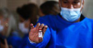 Paraguay frena aplicación de vacuna de AstraZeneca a menores de 55 años