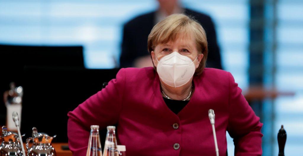 Merkel busca tomar control de los estados en batalla contra la pandemia; impondrá toque de queda