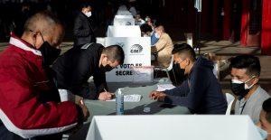 Ecuatorianos acuden a las urnas en elecciones presidenciales
