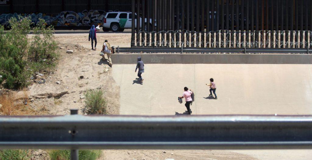 Biden nombra a dos críticos de Trump para la atención de las políticas migratorias
