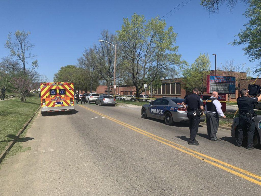 Reportan tiroteo en secundaria de Tennessee