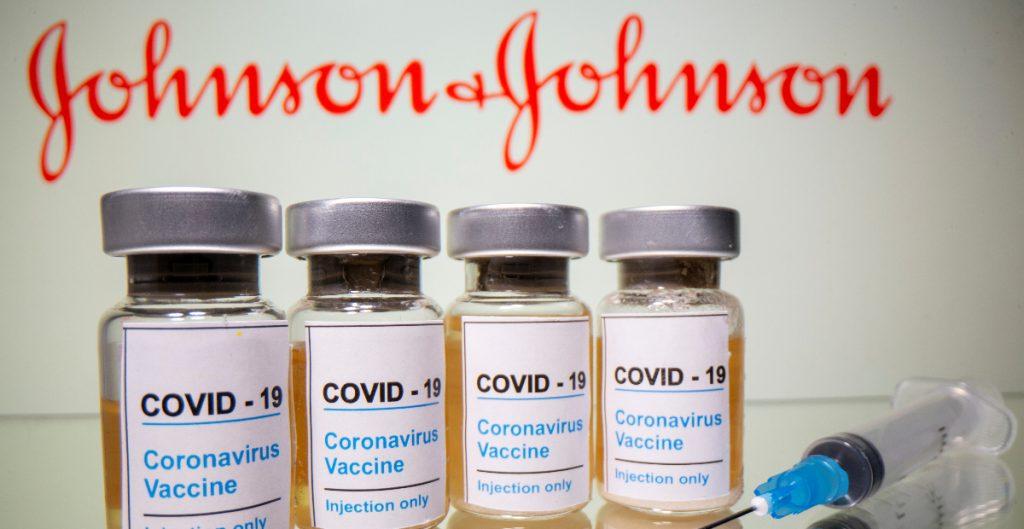Estados Unidos pausa la vacunación con J&J por casos de trombos