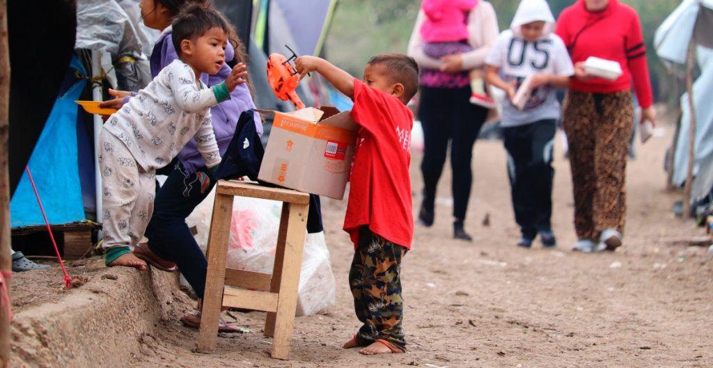 Gobernador de Nebraska rechaza pedido de Biden de alojar niños migrantes