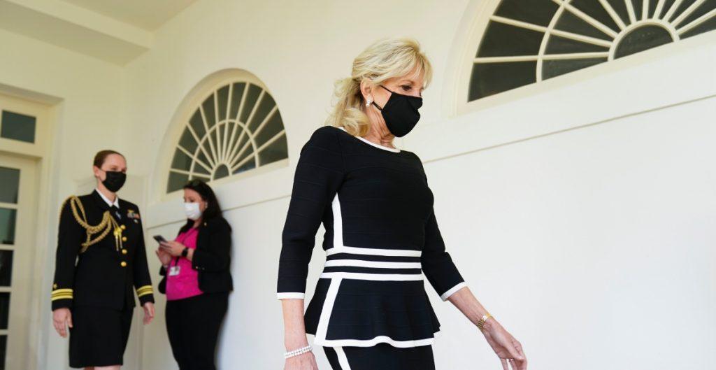 """La primera dama Jill Biden se someterá a un """"procedimiento médico común"""": Casa Blanca"""