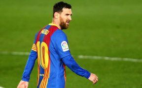Messi firmó tres playeras del Barcelona para la farmacéutica Sinovac Biotech. Foto: Reuters