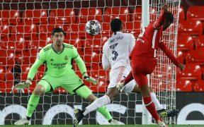 Courtois contuvo todo lo que le envió el Liverpool. Foto: Reuters
