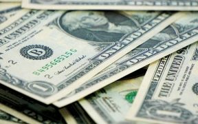 Datos económicos de EU favorecen al peso; dólar baja a las 19 unidades