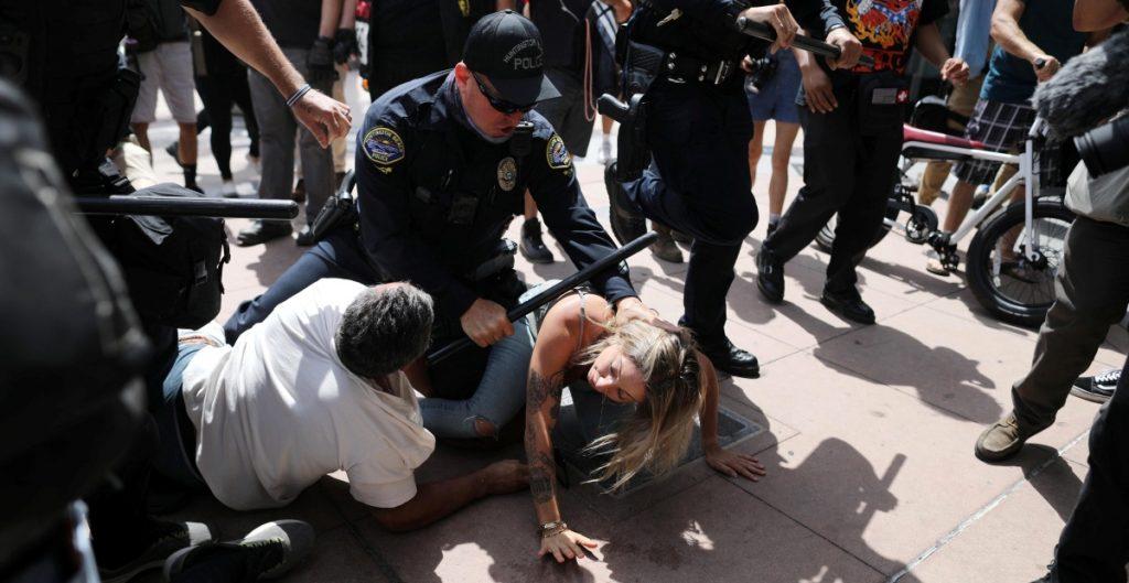 """Florida aprueba ley """"antiprotestas"""" que amplía facultades de oficiales para arrestar a manifestantes"""