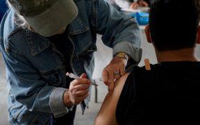 Personas que ya tuvieron Covid podrían requerir sólo una dosis de la vacuna: estudio