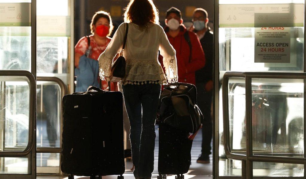 Francia impone cuarentena a viajeros de Brasil, Argentina, Chile y Sudáfrica por preocupaciones de variantes de Covid