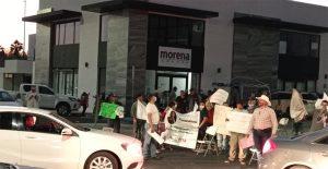 Siguen las protestas de simpatizantes de Morena por designación de candidaturas