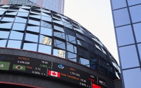 BMV y Wall Street detienen escalada; el peso se aprecia por sexta jornada al hilo