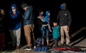 """EU prohibe usar términos como """"ilegal"""" y """"alien"""" para referirse a migrantes"""
