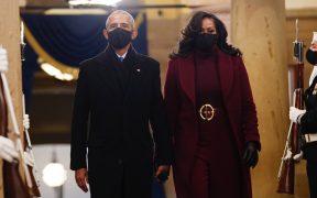 """""""La verdadera justicia exige reconocer que afroamericanos son tratados distinto"""": Barack y Michelle Obama"""