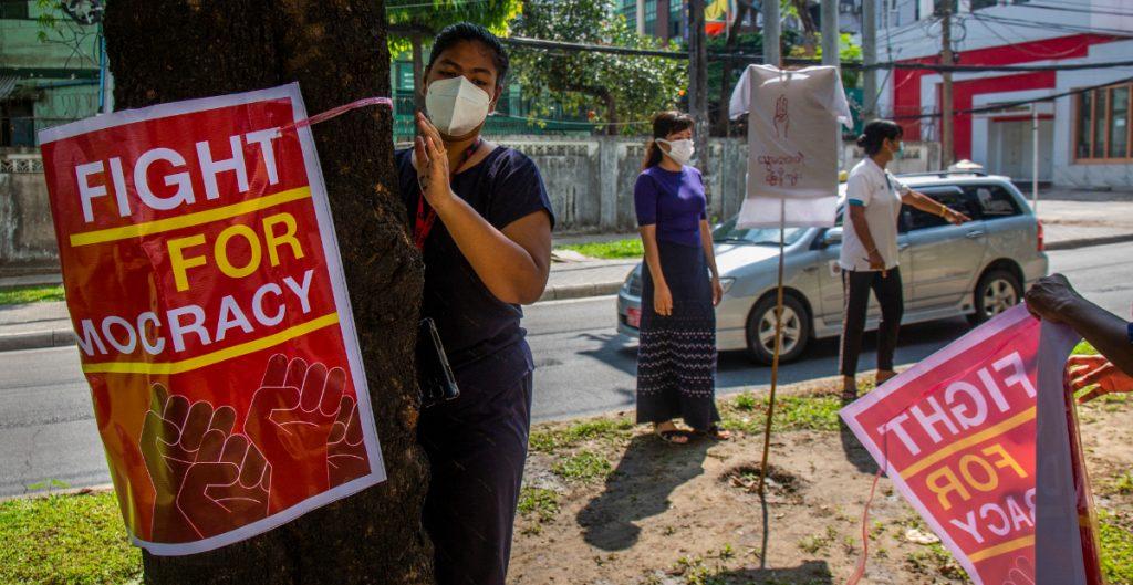 EU impone sanciones a empresas controladas por el gobierno de Birmania