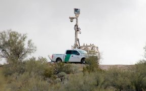 Gobernador de Arizona urge a Biden a declarar emergencia en la frontera; sugiere reanudar construcción del muro