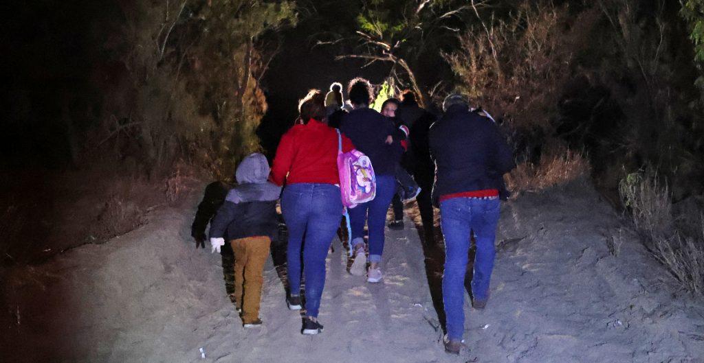 Republicanos y demócratas proponen ley para enfrentar la ola migratoria