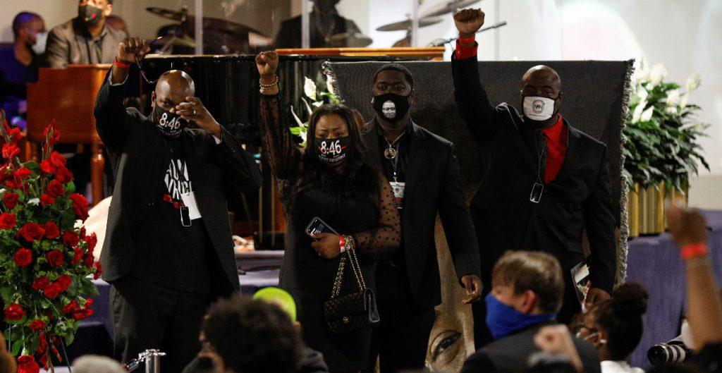 """""""Mi hijo debió sepultarme"""", dice la madre de Daunte Wright en su funeral"""