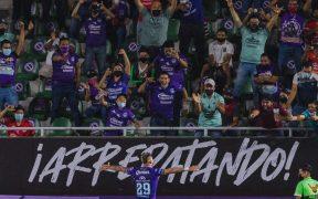 La afición celebra la remontada de Mazatán sobre León. (Foto: Mexsport).