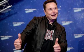 Elon Musk presentará 'Saturday Night Live' con Miley Cyrus como invitada musical