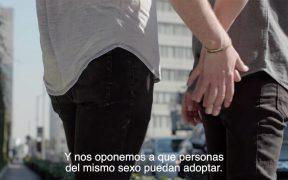 PES se opone en un video a que parejas del mismo sexo puedan adoptar