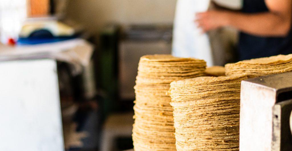 Kilo de tortilla se vende hasta en 27 pesos, de acuerdo con Profeco