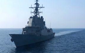 Buque de EU realiza disparos de advertencia tras acercamiento de embarcaciones iraníes