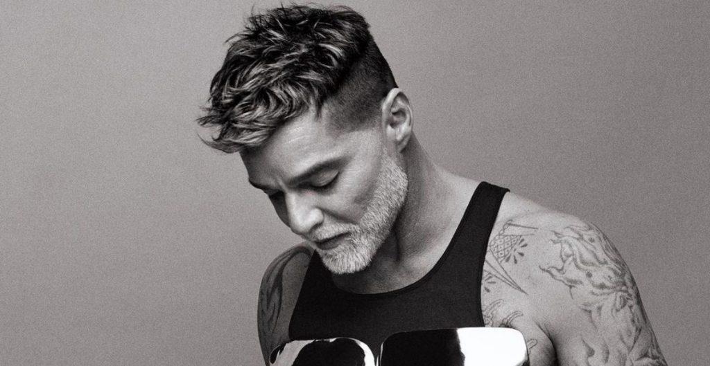 Ricky Martin posa en tacones y con corsé de acero; es portada en 'Schön'