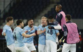 Los jugadores del City celebran el 1-2, obra de Mahrez. (Foto: Reuters).