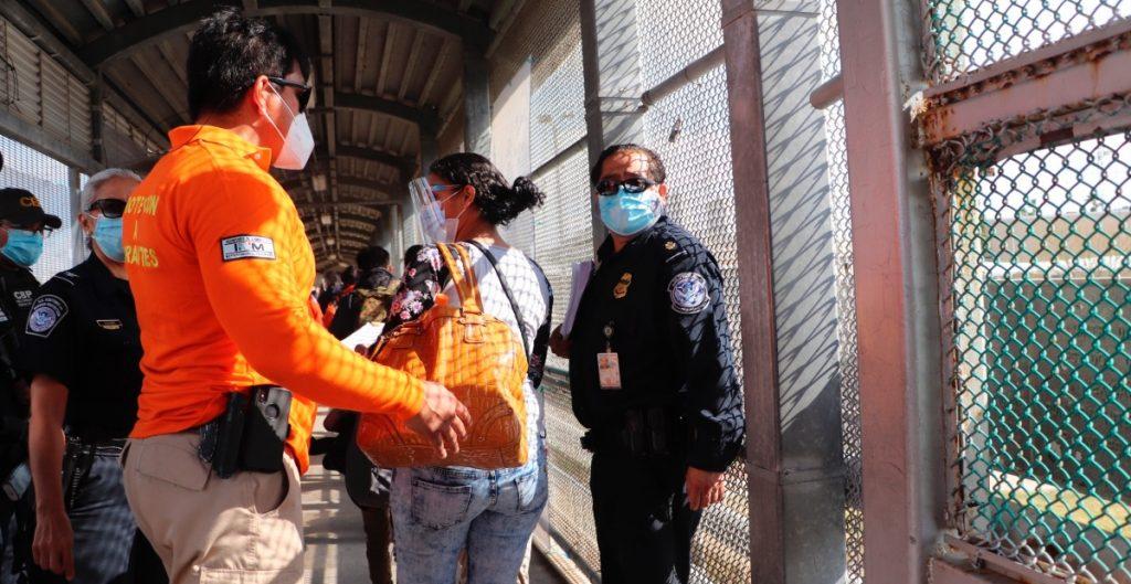 CBP abre en Arizona un nuevo centro de procesamiento ante ola migrante; no indicó capacidad