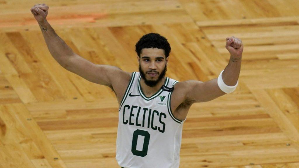 Tatum celebra su récord de 60 puntos con los Celtics. (Foto: AP).