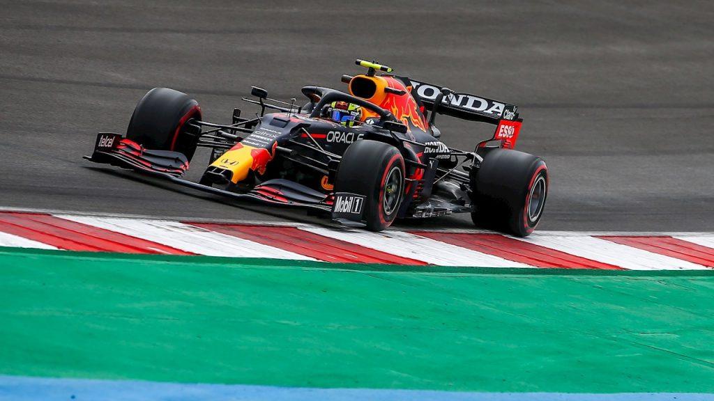 Checo Pérez arrancará cuarto, junto a su compañero Verstappen. (Foto: Reuters).