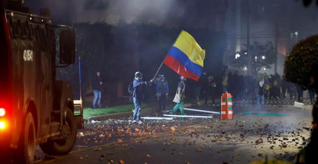Al menos 16 muertos en protestas de Colombia, según la Defensoría del Pueblo