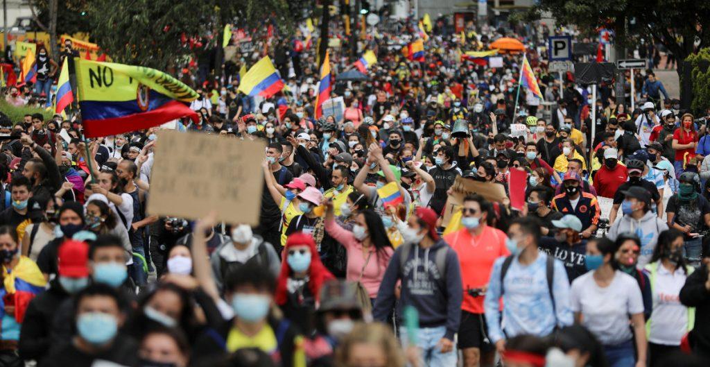 UE condena la violencia contra manifestantes en Colombia por reforma tributaria