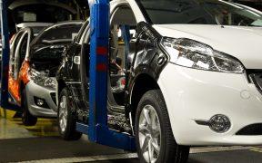 EU sella acuerdo para que filial mexicana de autopartes pague salarios a trabajadores tras despidos