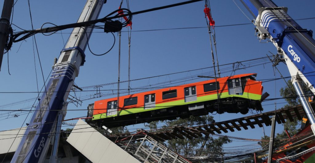 Retiran vagones del tren afectado tras colapso de la Línea 12 del Metro