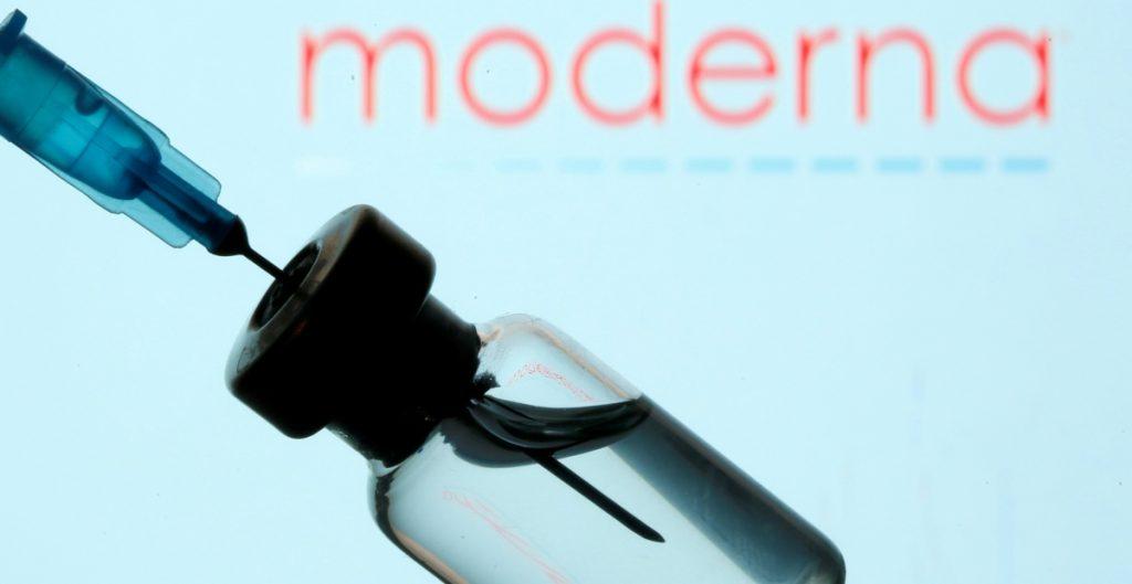 Moderna asegura que su dosis de refuerzo es efectiva contra variantes de Covid-19