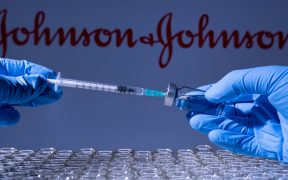 Comité de Cofepris recomienda aprobar vacuna de J&J contra Covid en México