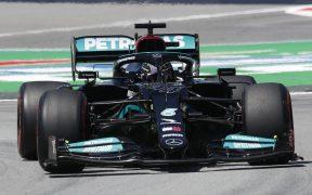 Lewis Hamilton mantiene su dominio en el Mundial y ya presume 100 'poles' en su trayectoria. (Foto: Reuters).