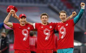 Lewandowski, Müller y Neuer celebran el título y la goleada. (Foto: Reuters).